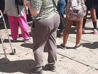 Phat booty Pawg in Grey sweats(Bus Stop)
