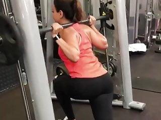 Candid big ass milf in leggings