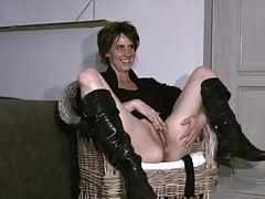 Melissa van Deursen Spreads her Cunt for a Photoshoot!