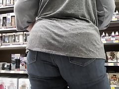 Jumbo booty mature